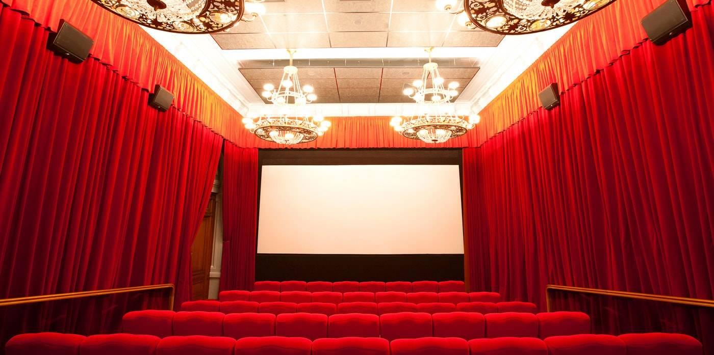 Сколько стоит билет в кино в гуме пиратский спектакль афиша